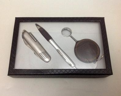 Набор подарочный нож ручка и рулетка