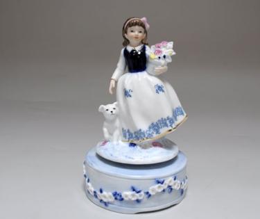 Статуэтка музыкальная девочка с собачкой