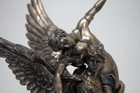 Статуэтка Ангел спаситель