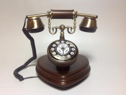 Телефон в стиле ретро в виде сердца