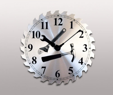 Часы настенные из металла Мастер