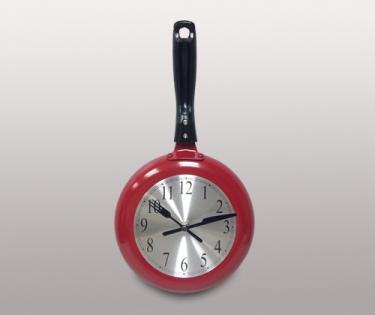 Часы настенные кухонные сковородка