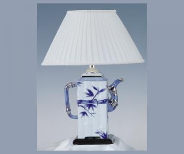 Лампа настольная в виде чайника