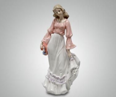 Статуэтка Девушка с розовой шляпкой