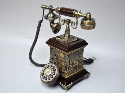 Телефон в ретро стиле из дерева и полистоуна