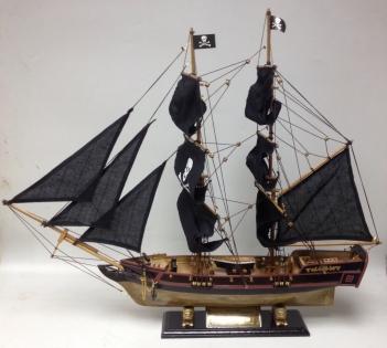 Модель парусника черная жемчужина