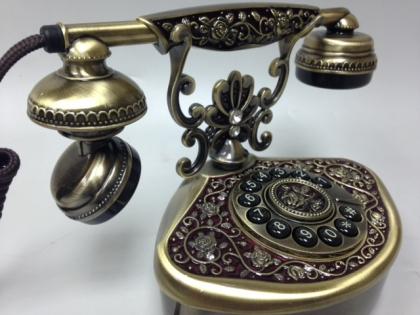 Телефон настольный кнопочный в ретро стиле