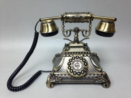 Телефон настольный кнопочный в стиле ретро