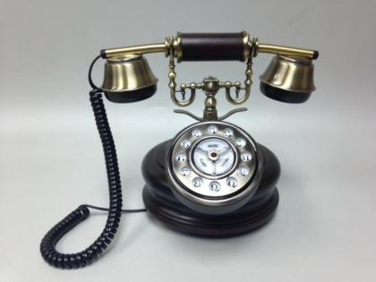 Телефон кнопочный в стиле ретро