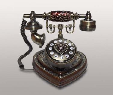 Телефон в стиле ретро в виде сердца со стразами