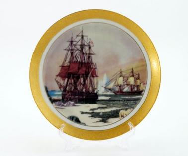 Тарелка декоративная на подставке корабль