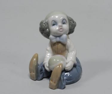 Статуэтка из фарфора Клоун сидит