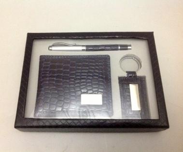 Набор подарочный бумажник ручка и брелок