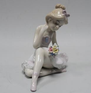 Статуэтка Балерина с букетом