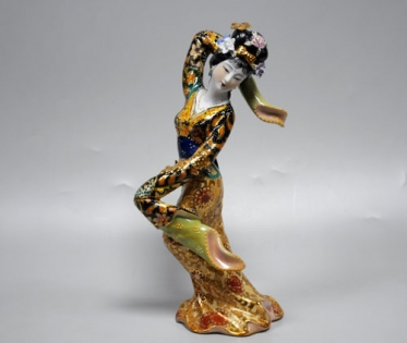 Статуэтка из фарфора танец гейши