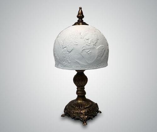 Настольная лампа для школьника: основные моменты