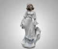 Статуэтка Девушка с белой шляпкой