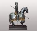 Фигура рыцаря на коне с копьем