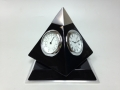 Часы настольные в виде треугольника