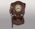 Телефон в ретро стиле с полочкой и часами