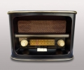 Радио в старинном стиле черный металл